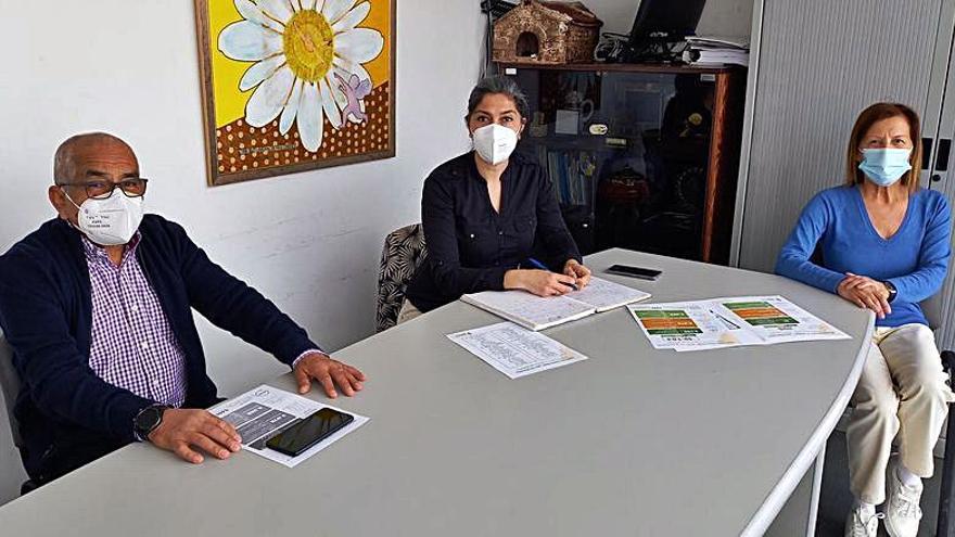 Reunión de la AECC con la alcaldesa de Cangas