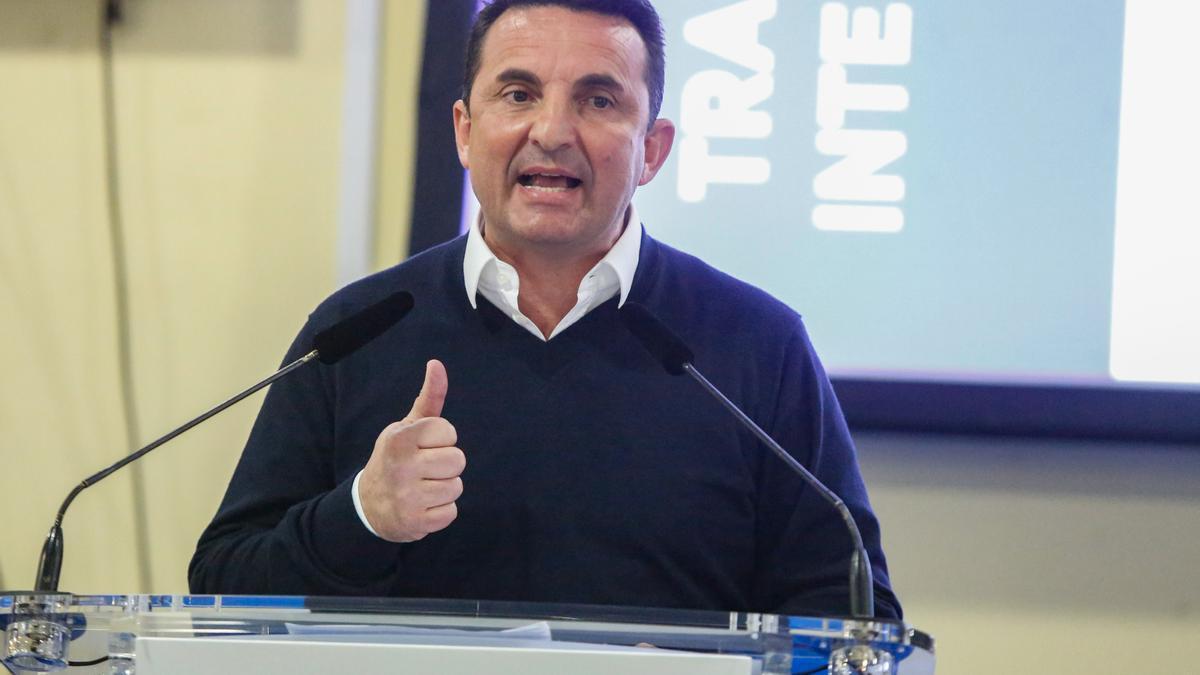 El alcalde e La Nucía, Bernabé Cano, durante una comparecencia pública.