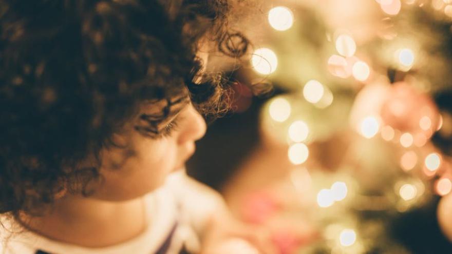 Los pediatras valencianos defienden la importancia de incluir a los niños en las reuniones familiares de Navidad