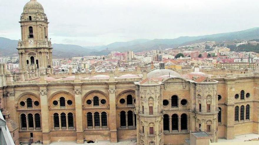 La Junta estudiará con expertos el tejado a dos aguas de la Catedral de Málaga