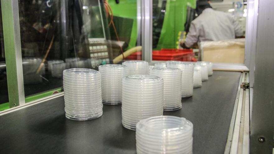 La AVI financia un tratamiento con microorganismos para transformar en compost envases plásticos no biodegradables