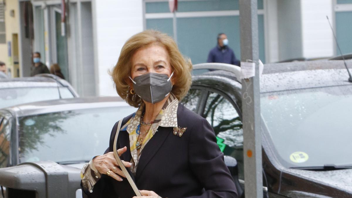 La reina Sofía llegando al centro de salud de El Pardo.