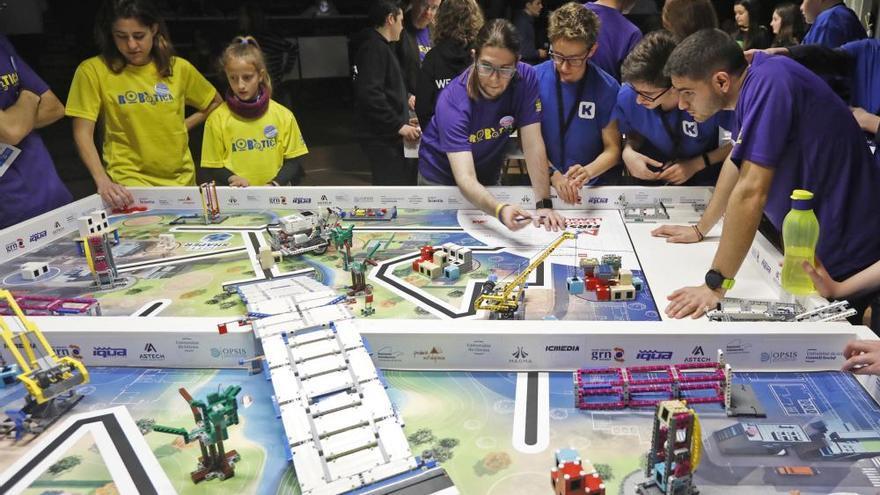Dos equips del Pla de l'Estany s'emporten la desena edició del torneig de la First Lego League de la UdG