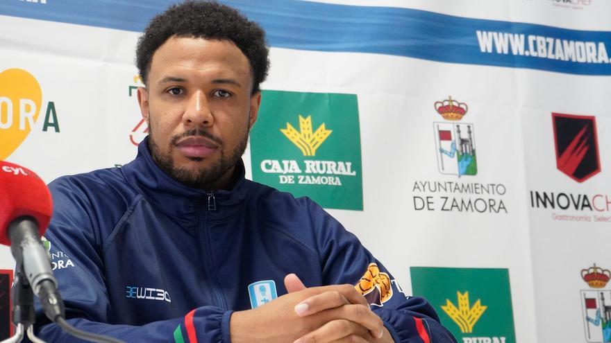 """Jeff Solarin, jugador del Zamora Enamora: """"El club ha cambiado y crecido mucho en estos años"""""""