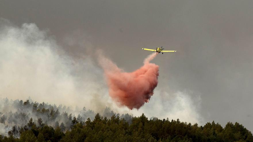 Un incendio forestal en Santa Magdalena obliga a cortar la AP-7