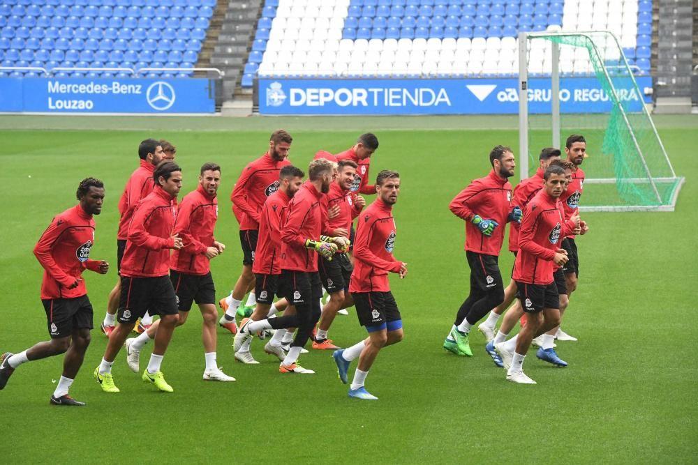 El Dépor se entrena antes de medirse al Málaga