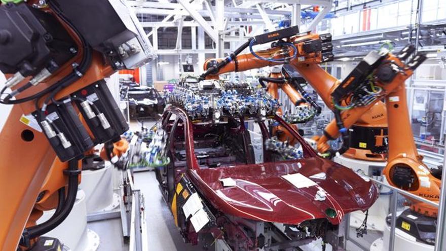 La escasez de chips reduce la producción española de automóviles en un 25%