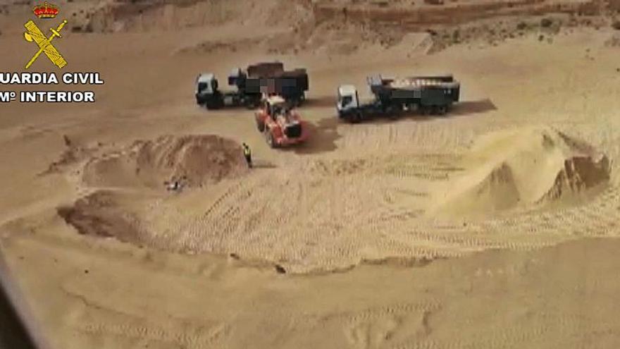 La Guardia Civil pilla una extracción ilegal en zona prohibida en Teguise