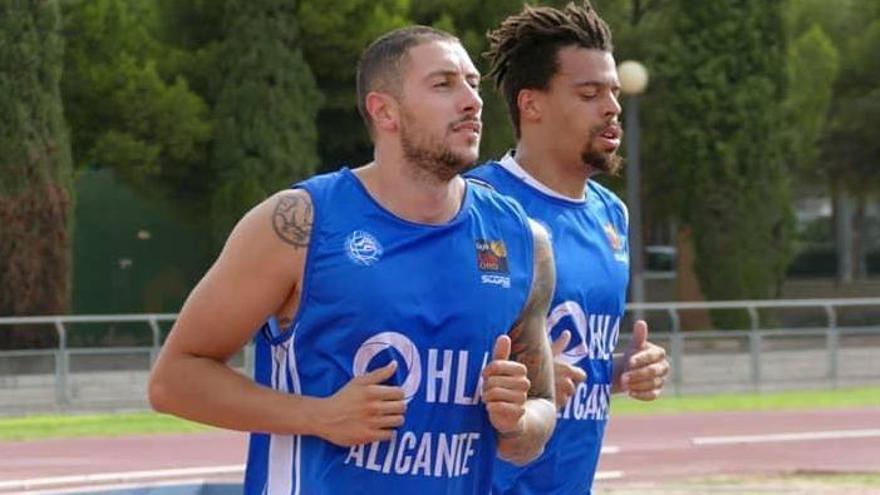 Los jugadores del HLA Alicante Gjuroski y Zohore, convocados por Macedonia y Dinamarca