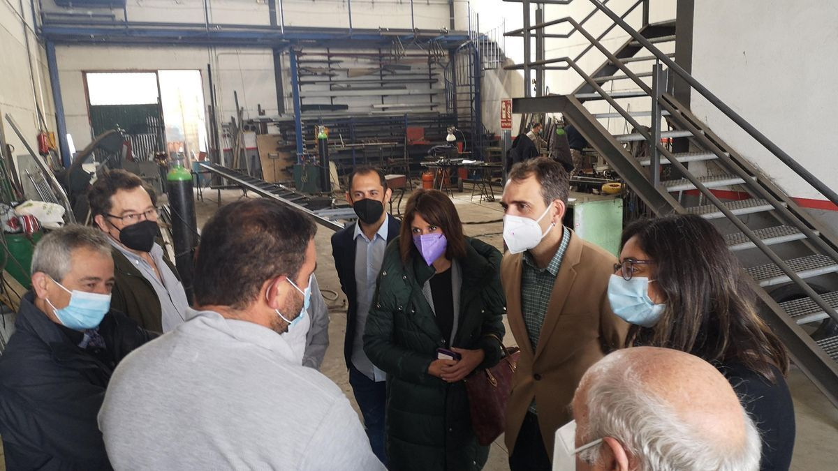Visita de los portavoces de Unidas Podemos a La Fragua, en Añora.