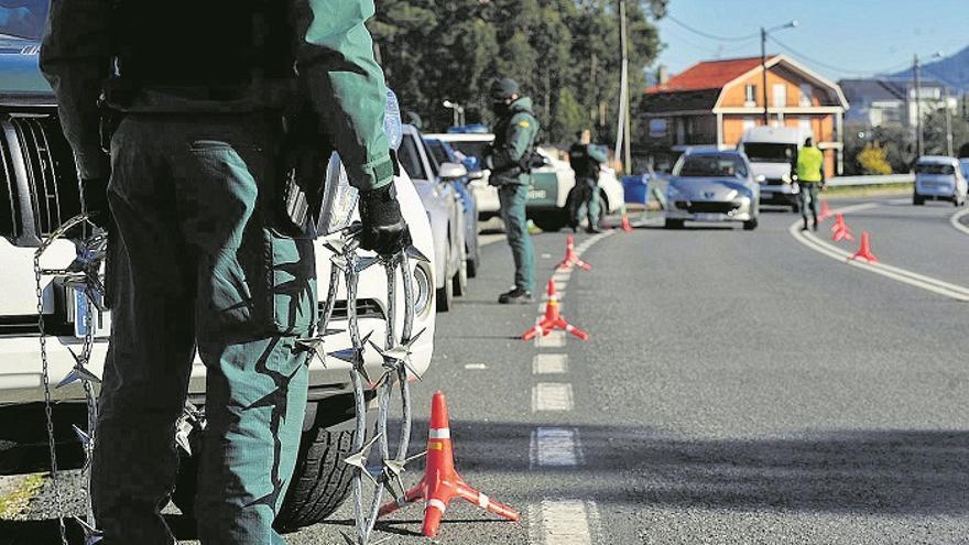 Un hombre sin carné, seguro ni ITV atropella a una mujer en Vigo y se fuga