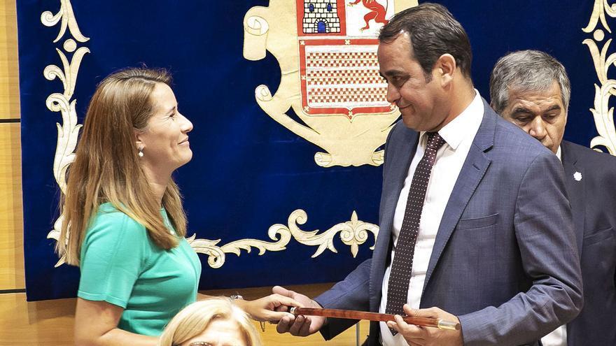 Lola García no puede ser candidata a presidir de nuevo el Cabildo insular