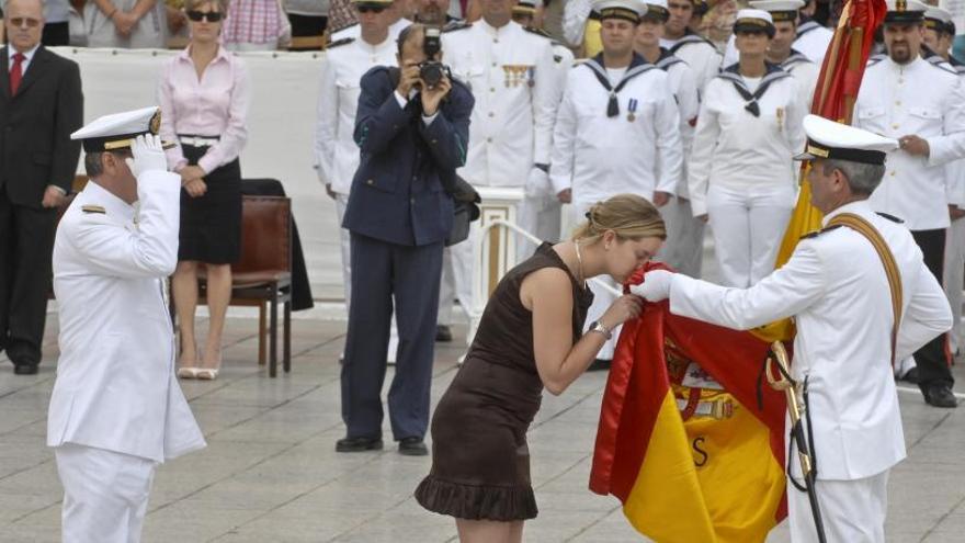 La Armada organiza una jura de bandera para civiles en el Arsenal