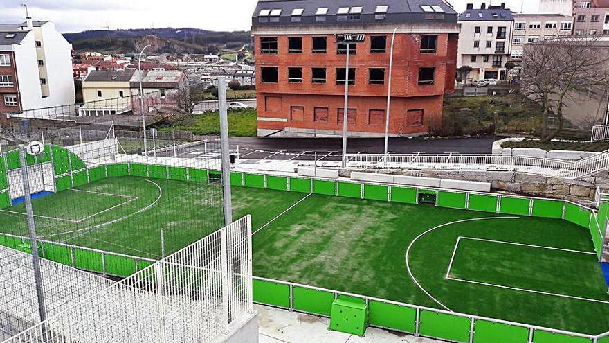 El Concello recepciona el campo de fútbol de Pastoriza y abre la urbanización