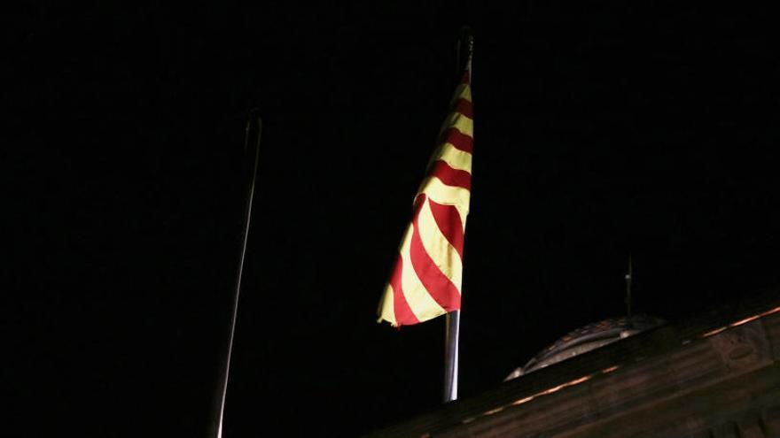 Fiscalia i Mossos investiguen la retirada de la bandera espanyola de la Generalitat