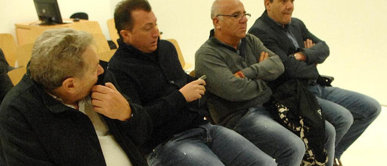 Antonio Porretta y Michelle Coppa -en el centro de la imagen- durante el juicio en el que han sido condenados.