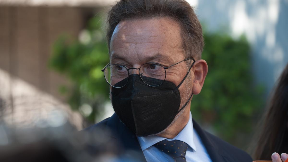 El abogado José Ramón Sierra, hoy, a su entrada al Juzgado.