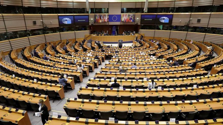 Dimite un eurodiputado del partido de Orban sorprendido en una orgía en Bruselas