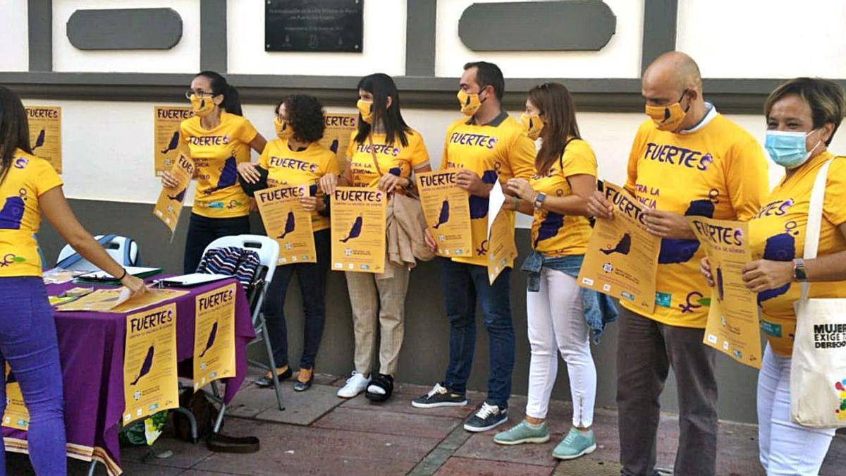 Miembros de la Federación de Asociaciones Mujeres Arena y Laurisilva, ayer, en la capital majorera.