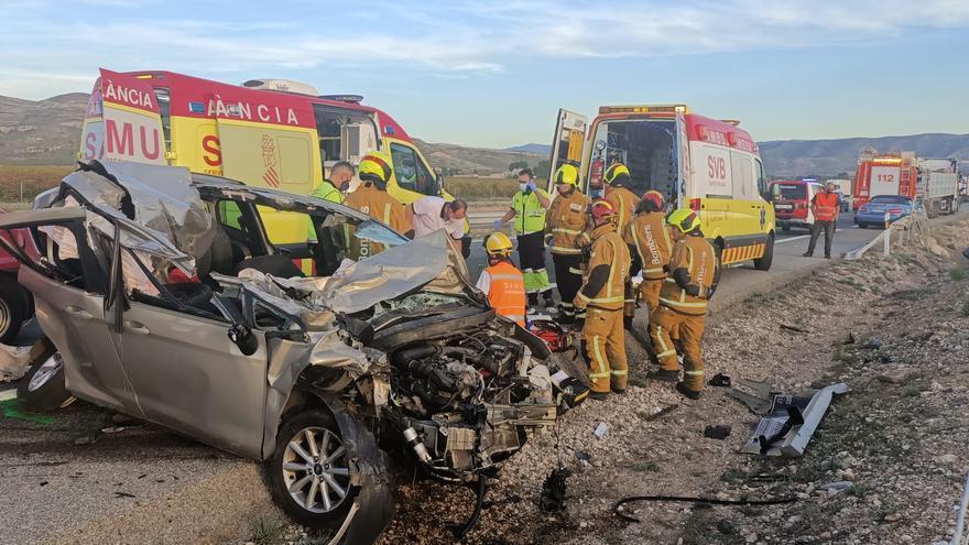 Un herido grave en Villena tras un choque en cadena de cinco vehículos en la autovía A-31