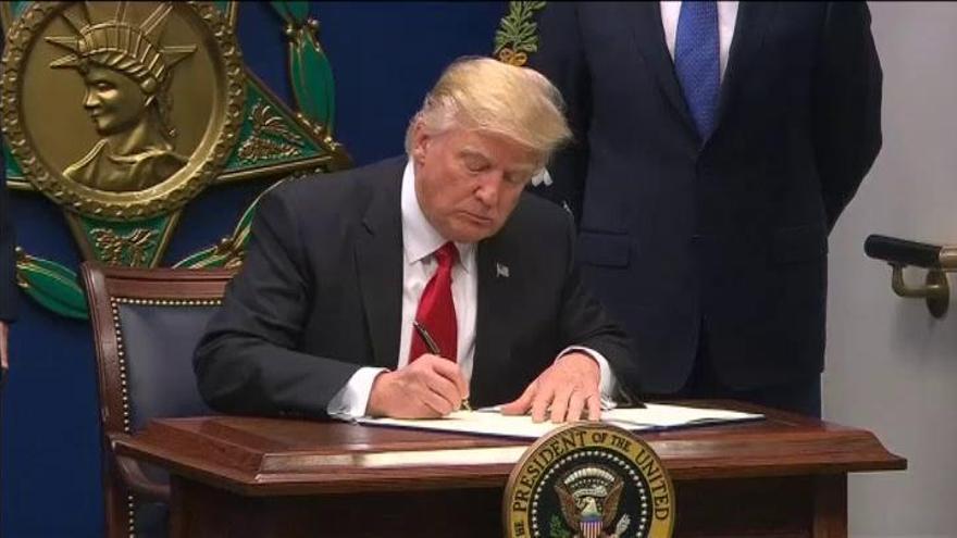 El Supremo de EEUU avala en parte el último decreto migratorio de Donald Trump