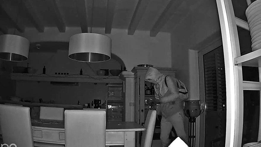 Denuncian en Ibiza otro robo cometido por encapuchados