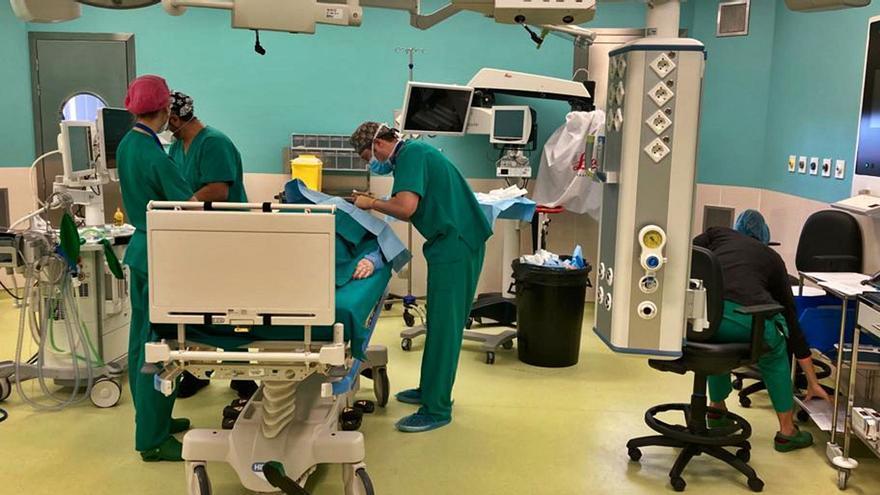Casi 24.500 personas esperan para operarse en Canarias