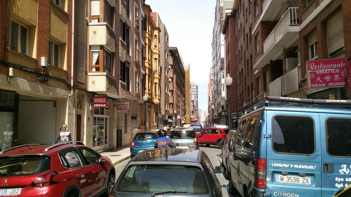 Tráfico en la calle Ezcurdia.