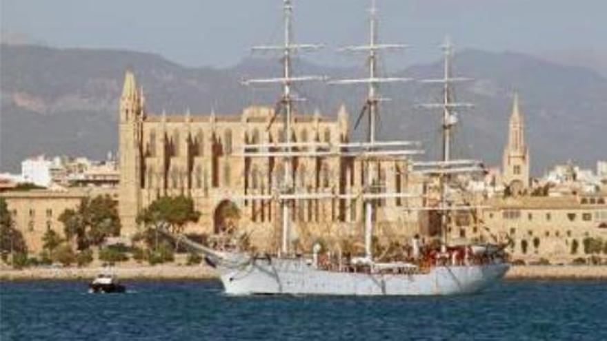 """Norwegisches Schulschiff """"Christian Radich"""" im Hafen von Palma"""