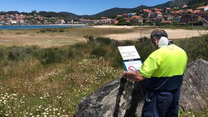 El Concello cierra la playa de Vilariño tras alertar Sanidade de contaminación en el agua de baño