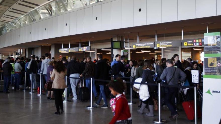 Manises supera al aeropuerto de Alicante por primera vez