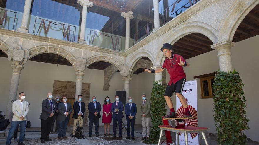 Ávila llena sus calles de trapecistas, mimos y acróbatas