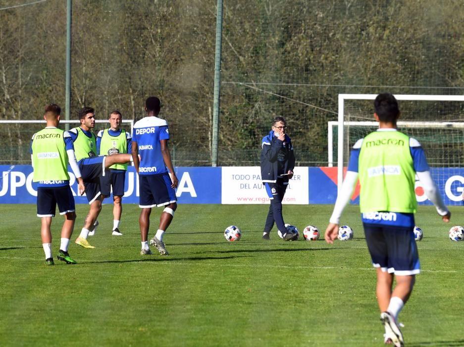 El Deportivo regresa a los entrenamientos con cuatro futbolistas al margen