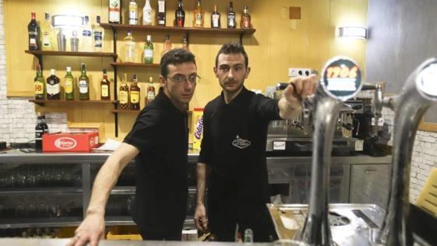 Abre sus puertas el renovado bar Las Vegas tras año y medio