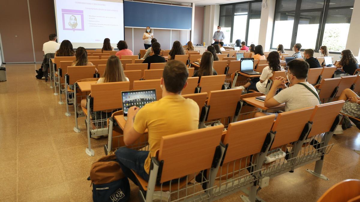 Un aula de la UMH en los primeros días de clase del curso.