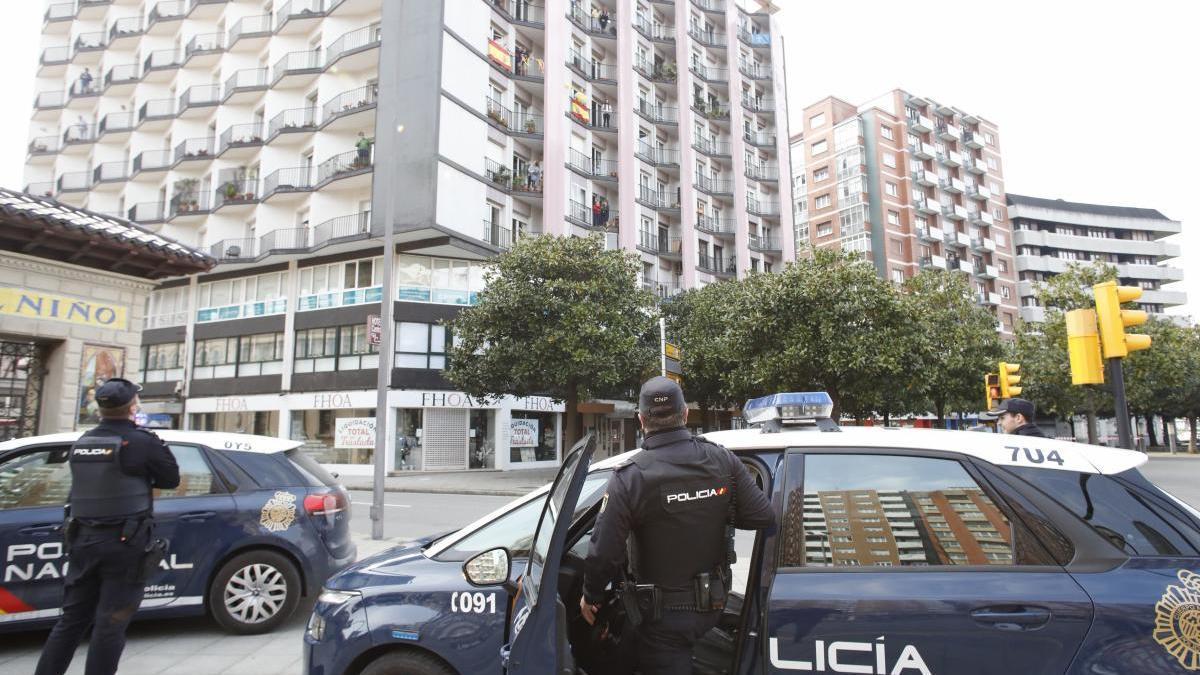Agentes de la Policía Nacional en Gijón.