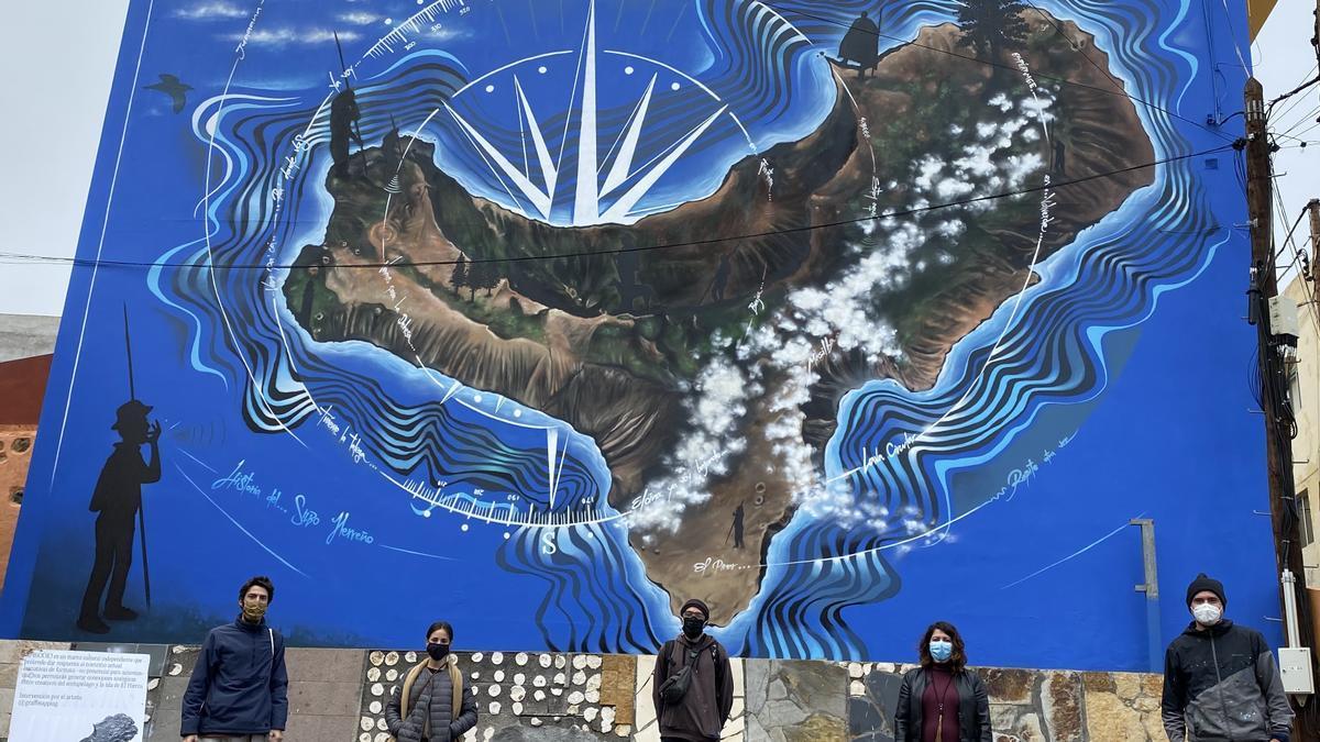 Un mural homenajea a los silbadores en El Pinar.