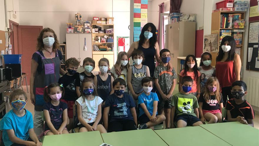 Els nens de l'escola de Sant Jordi Desvalls fan de periodistes