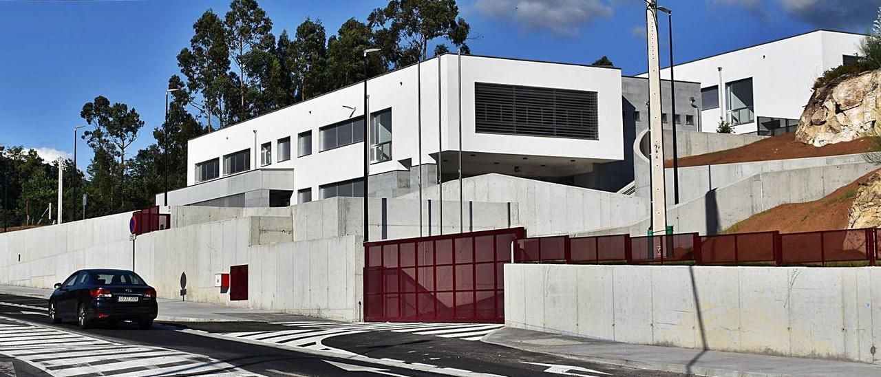 Vista del exterior del instituto de Soutomaior. |   // FDV