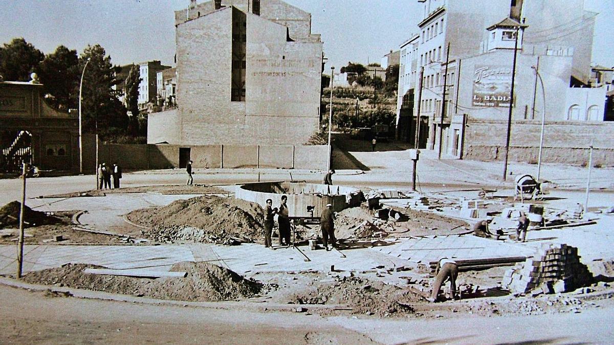 Urbanització de la plaça, l'any 1962   ACBG