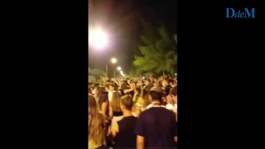 Party spanischer Jugendlicher in Arenal an der Playa de Palma.
