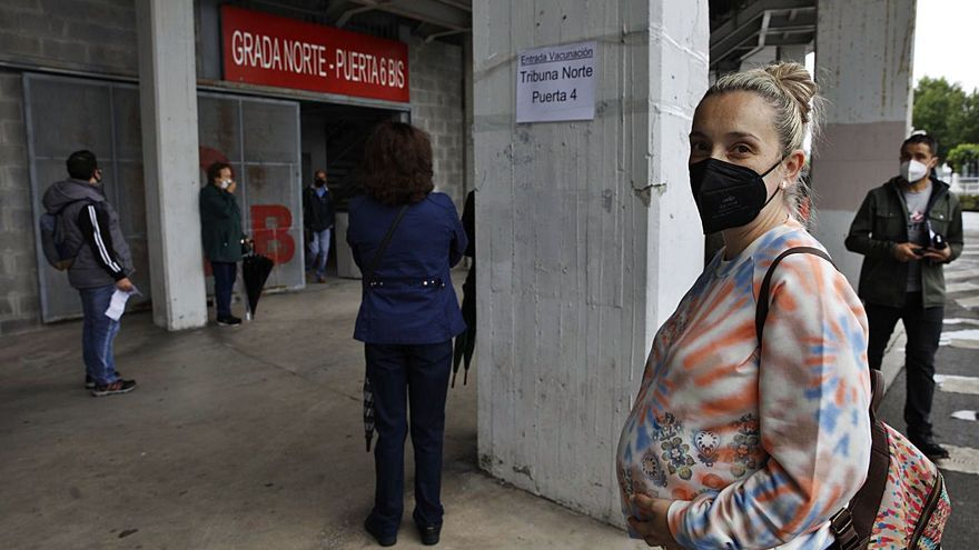 """""""Y ahora viene lo de quitarnos la mascarilla por la calle"""", celebran los vacunados"""