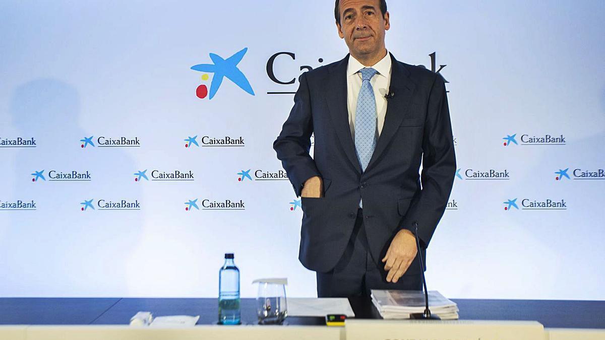 El consejero delegado de CaixaBank, Gonzalo Gortázar, ayer, al presentar los resultados. | GERMÁN CABALLERO