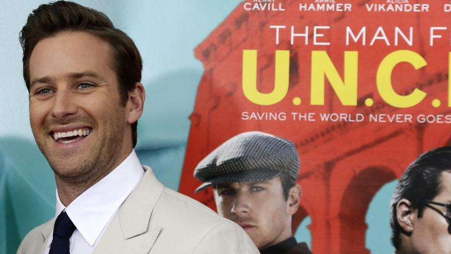 """Acusan al actor Armie Hammer de caníbal: """"Quería romperme una costilla y comérsela"""""""