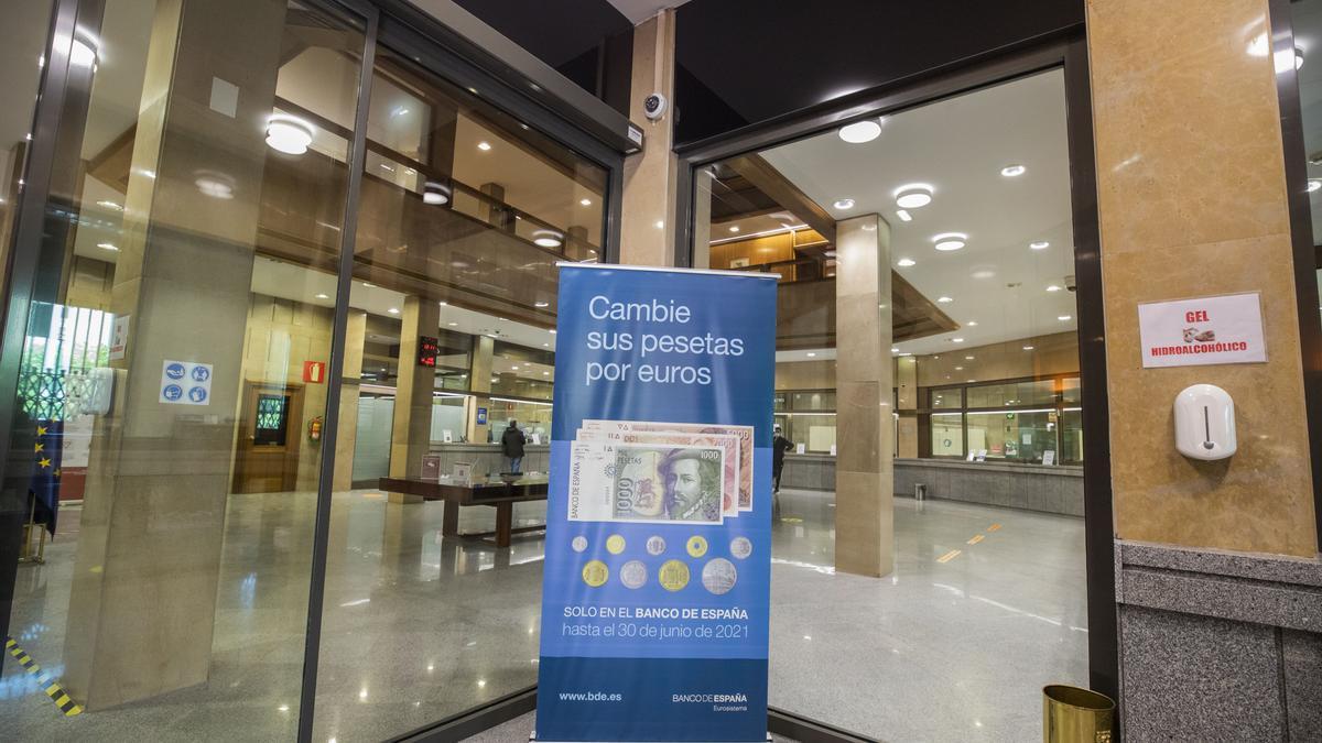Cartel informativo en la sede del Banco de España de Zaragoza.