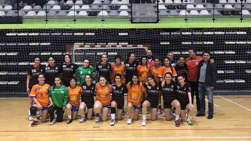 El Handbol Club Eivissa recala en Lalín durante su gira por el sur gallego