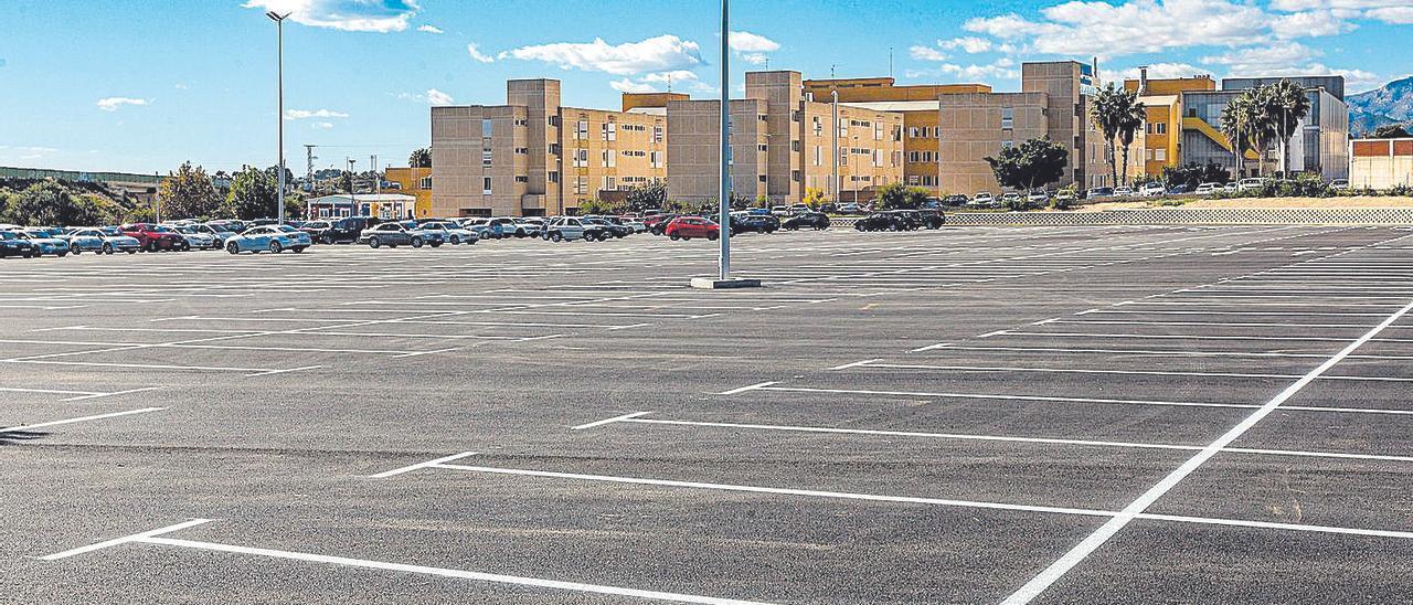 El actual aparcamiento donde está prevista la ampliación del hospital.