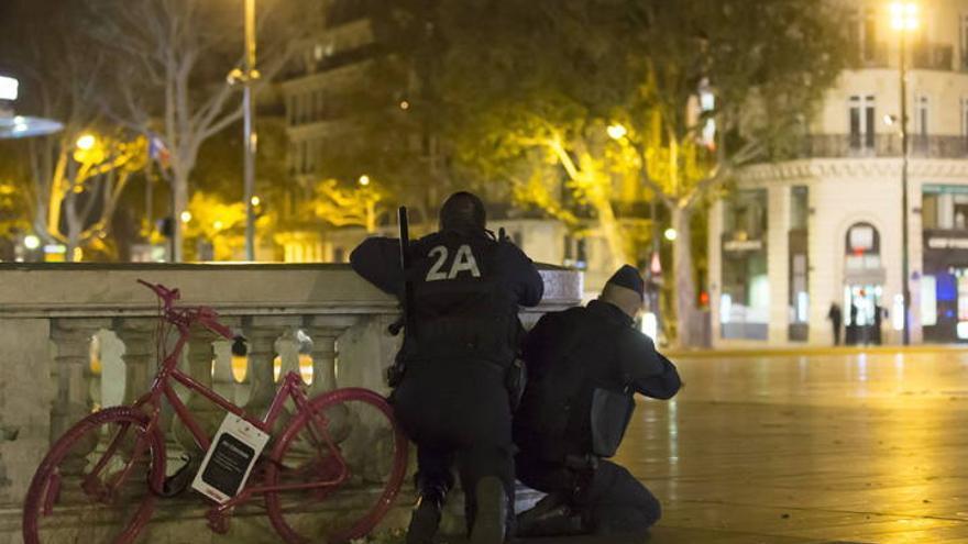 Falsa alarma terrorista en París en pleno recuerdo de las víctimas