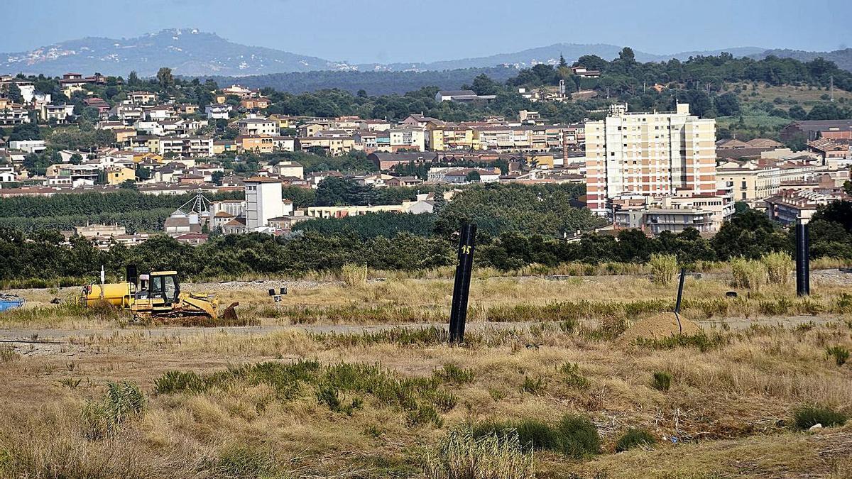 Imatge d'arxiu de l'abocador de Vacamorta, amb la Bisbal d'Empordà al fons.   MARC MARTÍ