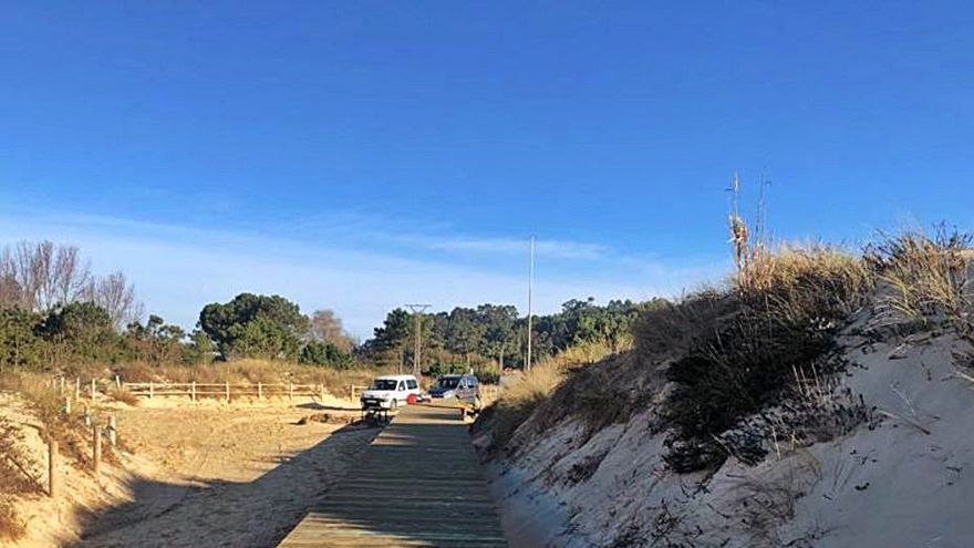 Una pasarela para preservar la duna de la playa de Major
